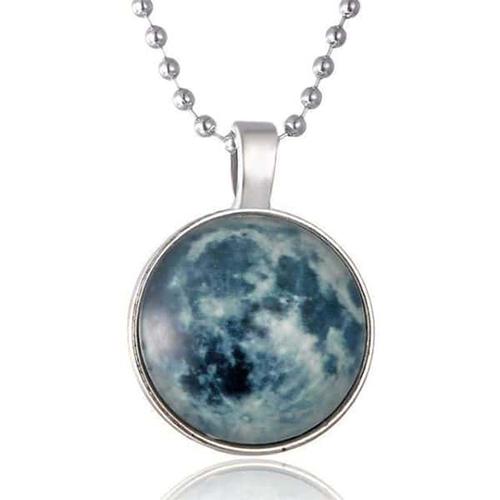 Eye-Catching Luminous Moon Pendant Necklace_1